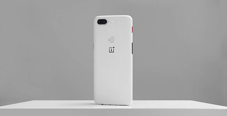 Download OnePlus 5T Sandstone White Stock Wallpaper [4K]